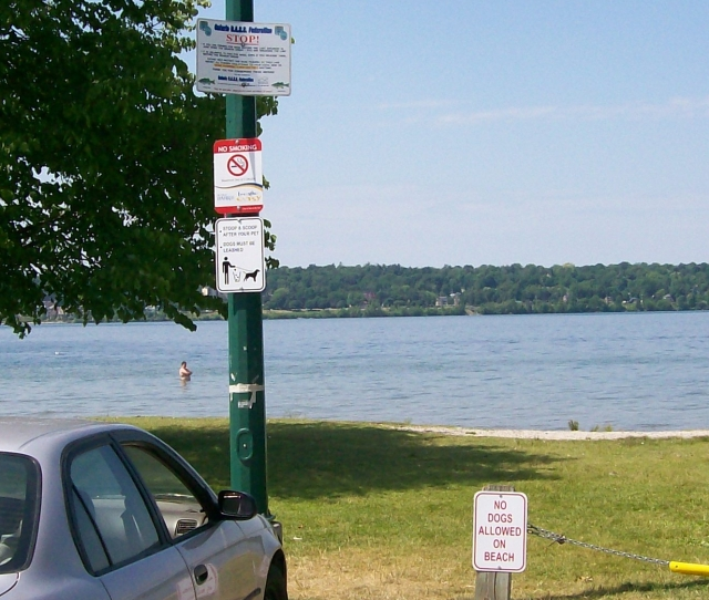 Minet's Point Signs